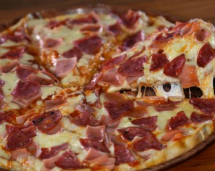Pizza Salami y jamon